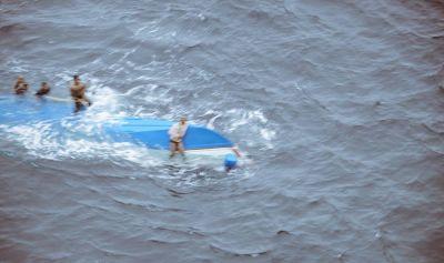 प्रयागराज: संगम में पलटी नाव, 12 श्रद्धालु थे सवार