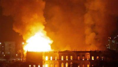 ब्राजील : फुटबॉल क्लब में आग लगने से कई खिलाड़ियों की मौत