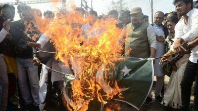 पुलवामा हमला: उज्जैन में पाकिस्तान का जमकर विरोध, कराची और लाहौर होटल का नाम बदलने की मांग