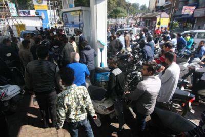 जम्मू में लौटी शांति, कर्फ्यू में दी गई दो घंटे की ढ़ील