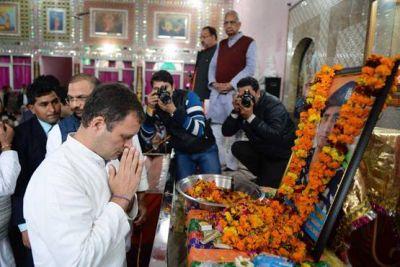 शहीदों के घर पहुंचे राहुल-प्रियंका, श्रद्धांजलि अर्पित कर राहुल बोले- शहादत व्यर्थ नहीं जाएगी