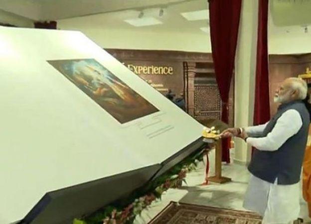 मेट्रो से इस्कॉन मंदिर पहुंचे पीएम मोदी बच्चों ने ली खूब सेल्फी
