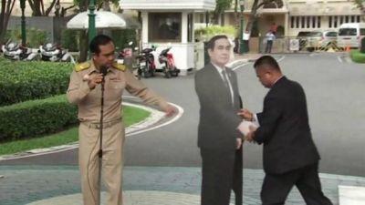 मीडिया से बचने के लिए थाईलैंड के PM की अनोखी चाल