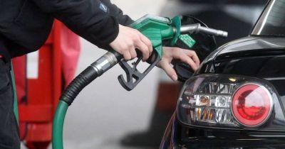 कच्चे तेल  ने लगाई ईंधन कीमतों में आग
