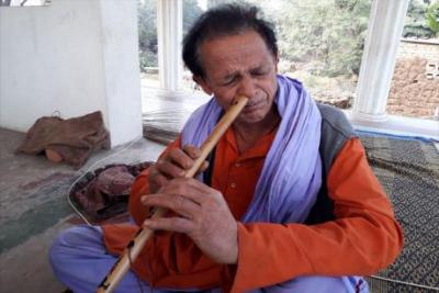 नाक से बांसुरी बजाने वाले गोरेलाल