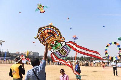 हैदराबाद में आयोहित हुआ पतंग उत्सव, वेंकैया नायडू ने किया उद्घाटन
