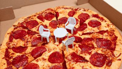 अमेरिका शटडाउन: कर्मचारियों के पास नहीं हैं खाने के पैसे, मुफ्त में पिज़्ज़ा खिला रही ये कंपनी
