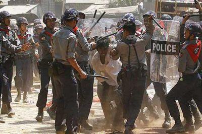 म्यांमार में हिंसा करने वालों पर पुलिस ने की फायरिंग, 7 की मौत