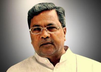 मंच पर कर्नाटक के मुख्यमंत्री सिद्धारमैया की रासलीला