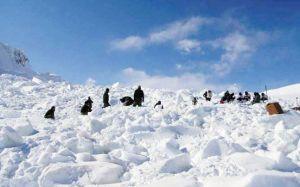 कश्मीर में कुदरत का कहर, बर्फीले तूफान से अब तक 10 जवान शहीद