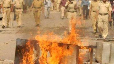 तिरंगा यात्रा के दौरान दो समुदायों में हिंसा, अघोषित कर्फ्यू