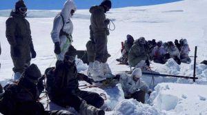 बर्फीला मार्ग धंसने से सेना के 5 जवान दबे बर्फ के नीचे