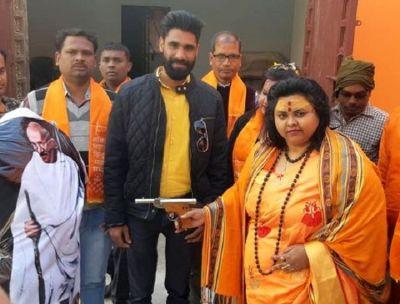महात्मा गाँधी के पुतले पर गोलियां चलाने के मामले में दो आरोपी गिरफ्तार