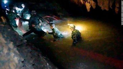थाईलैंड गुफा से बच्चे एक साथ नहीं निकल सकते
