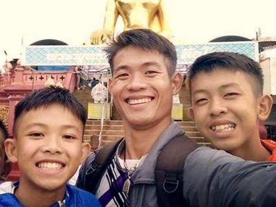 गुफ़ा में फ़से कोच के पास नहीं है थाईलैंड की नागरिकता