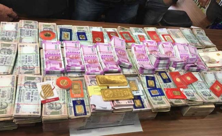 100kg gold and Rs.10 crore cash seized in the income tax department's raid
