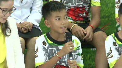 थाईलैंड: बचाए गए बच्चे आए मीडिया के सामने