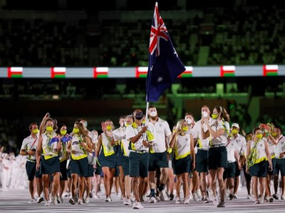 Three members of Australian athletics team isolating after close contact with Covid-19 case