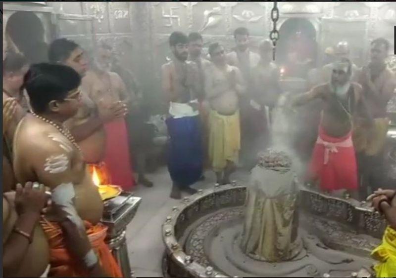 सावन के पहले सोमवार देशभर के शिव मंदिर में लगा भक्तों का तांता