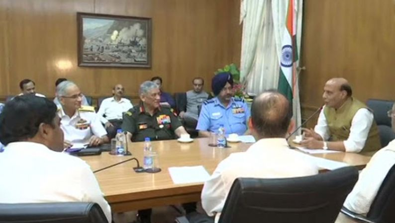 Rajnath Singh takes charge of the Defense Ministry, meet all the three army chiefs