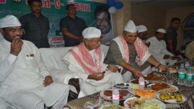 जदयू की इफ्तार पार्टी में मांझी ने की नीतीश कुमार से मुलाकात