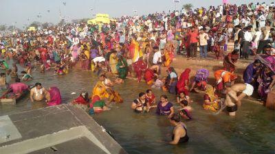 सोमवती अमावस्या पर महाकाल की नगरी में उमड़ी भीड़, शिप्रा में लगाई आस्था की डुबकी