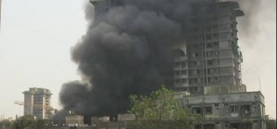 मुंबई: गोदाम में लगी भीषण आग, 12 टैंकर बुझाने में जुटे