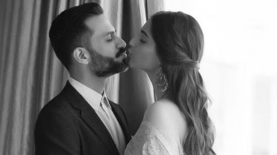 Video : हसीन वादियों में पति के साथ KISS करते हुए नजर आई सोनम
