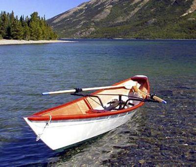 नाव में बैठकर सेल्फी लेना पड़ा भारी, दो की गई जान