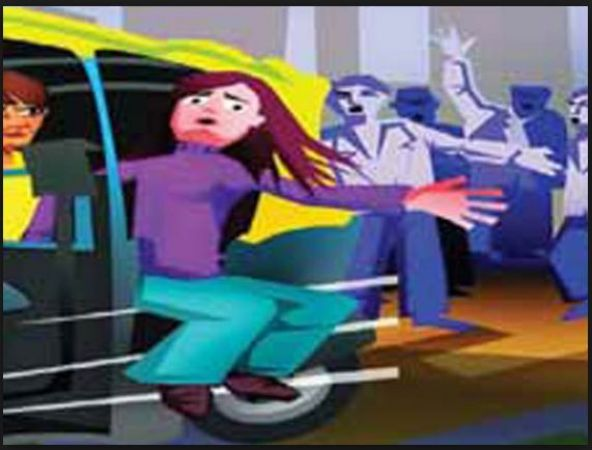 To save herself, girl, jumped off from moving auto-rickshaw..read detail incident here