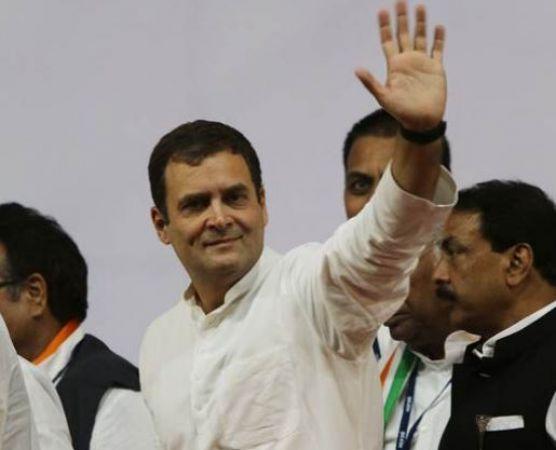 देहरादून पहुंचे राहुल गांधी, मनीष खंडूड़ी को किया कांग्रेस में शामिल