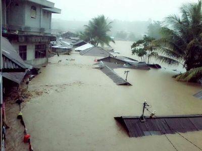 इंडोनेशिया में आई भयानक बाढ़, अब तक 40 से ज्यादा लोगों की मौत