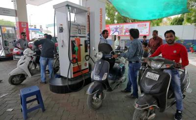 रविवार को इतना महंगा हुआ पेट्रोल, डीजल की कीमत ने दी राहत