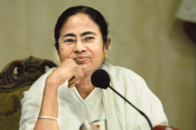बंगाल में चुनाव से पहले ममता बनर्जी ने किया बड़ा एलान, 10 करोड़ परिवारों को मिलेगा लाभ