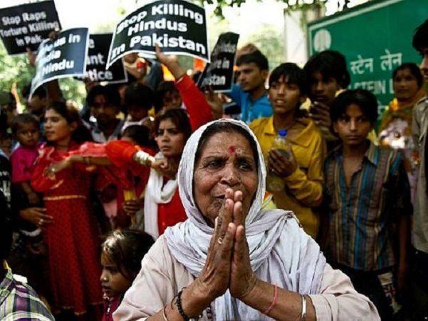 नाबालिग लड़कियों के अपहरण से आक्रोशित हिन्दू, सड़कों पर कर रहे विरोध प्रदर्शन