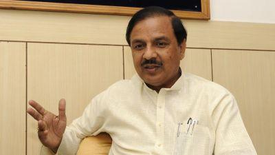 प्रियंका गाँधी को कहा था 'पप्पू की पप्पू', महेश शर्मा को मिला चुनाव आयोग का नोटिस