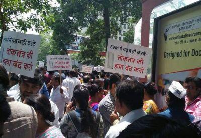 EVM के खिलाफ AAP ने चालू किया लोकतंत्र बचाओ अभियान