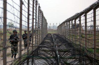 पाकिस्तान ने फिर की सीमा पर तनाव कम करने की पेशकश