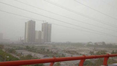 दिल्ली में सांस लेना हुआ मुहाल, हवा में फैला खतरनाक प्रदूषण