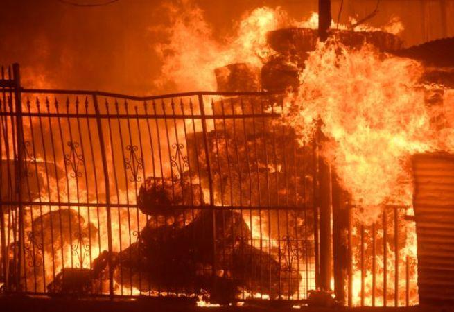 ख़राब मौसम के चलते हुआ शार्ट सर्किट, सैनेटरी स्टोर में लगी आग