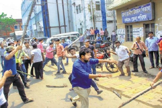 पश्चिम बंगाल में मतदान के दौरान भड़की हिंसा