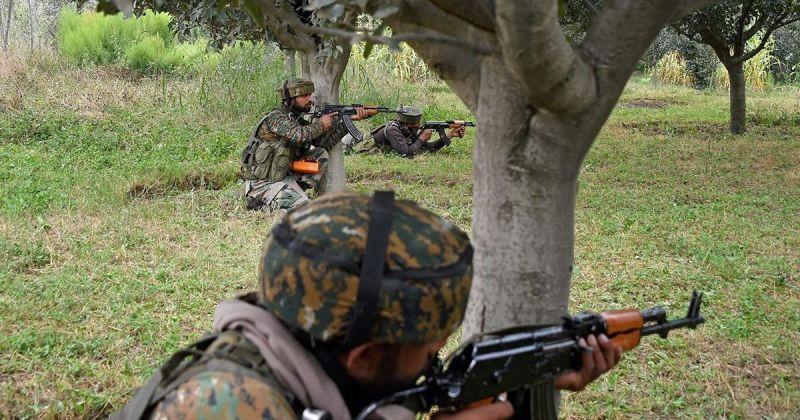 जम्मू कश्मीर में दो आतंकी ढेर, मुठभेड़ अब भी जारी