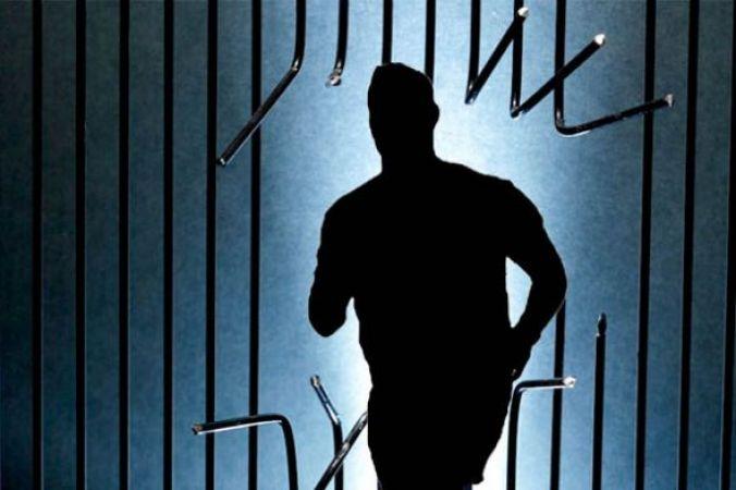 पुलिस को चकमा दे, अस्पताल से फरार हुआ क़ैदी