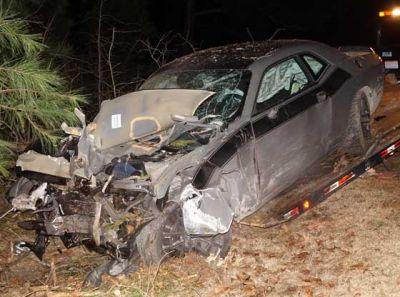 कार पर चढ़ गया अनियंत्रित ट्राला, हादसे में तीन की मौत