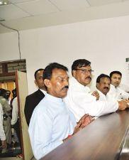 इंदौर : कांग्रेस प्रत्याशी के समर्थन में बाजार-बाजार घूमे मंत्री