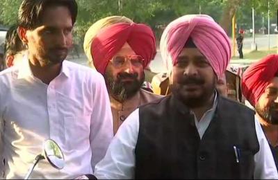 अमरिंदर सिंह के मंत्री ने माँगा सिद्धू का इस्तीफा, बोले- कांग्रेस का आलाकमान करे कार्यवाही