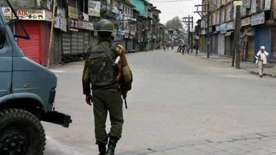 जाकिर मूसा के एनकाउंटर में मारे जाने के बाद, जम्मू कश्मीर में कर्फ्यू जारी