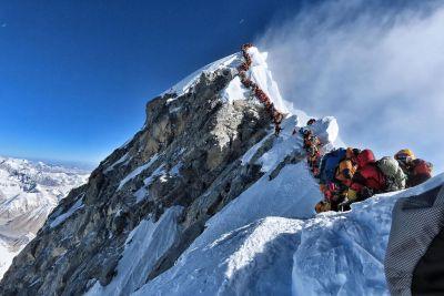 माउंट एवेरेस्ट पर भीषण जाम, अब तक 18 पर्वतारोहियों की मौत