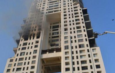 मुंबई की ईमारत में भड़की आग, 3 की मौत