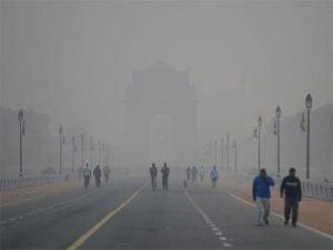 प्रदूषण से दिल्ली में हालात बदतर, सोमवार को फिर छाई धुंध